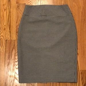 Express black and white skirt